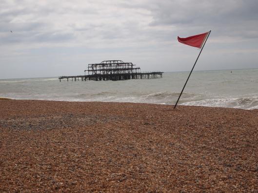 Danger windy sea, no swimming